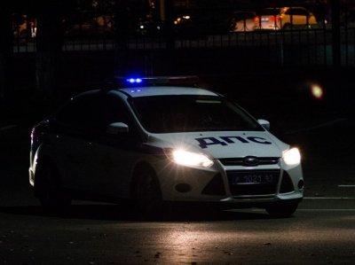 Агрессивная компания набросилась на машину полицейских в Ростове