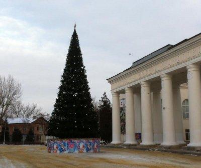 Новогодние изменения: в Белой Калитве на Заречном новая автобусная остановка, по городу елки