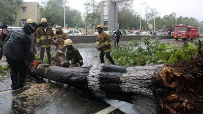"""Мощный циклон """"Варда"""" достиг побережья юго-востока Индии"""