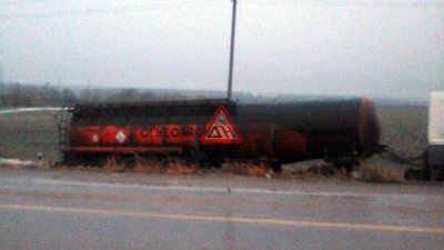 В массовую аварию попали бензовоз, зерновоз и 3 легковушки на трассе М-4