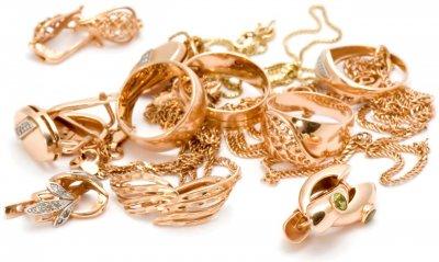 Молодой человек украл золотые украшения у жительницы хутора Кононова