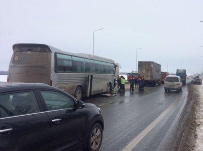 На М-4 «Дон» пассажирский автобус протаранил фуру Scania