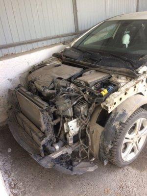 Злоумышленники вскрыли гараж болгаркой и разобрали Mercedes