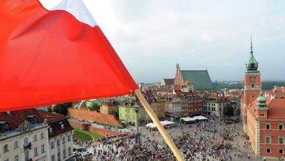 В Варшаве проходит проправительственная акция у президентского дворца