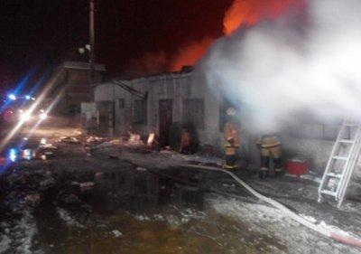 Склад с пивной тарой сгорел под Ростовом