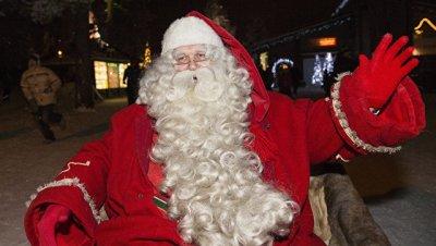 Санта-Клаус пролетел над Москвой и Санкт-Петербургом