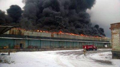 В г. Шахты горят склады «Ростовшахтостроя»