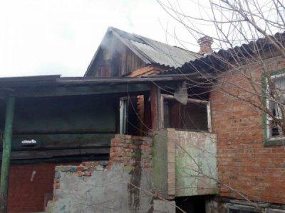 В городе Шахты горит дом в поселке 20 лет РККА