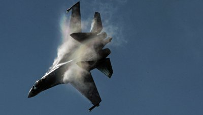 США обвинили РФ в опасном сближении истребителей с американским эсминцем