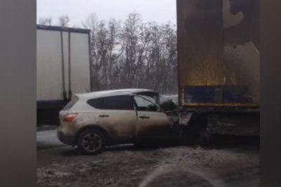 На М-4 «Дон» столкнулись фура и три машины: движение затруднено