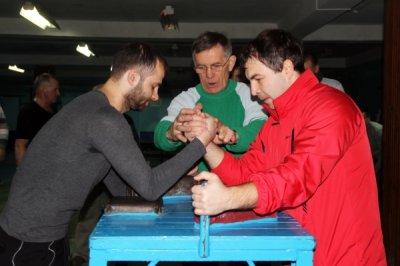В честь Дня защитника Отечества состоялись соревнования работников белокалитвинского предприятия АО «АМР» по силовому многоборью