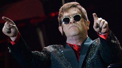 Британский певец Элтон Джон даст концерт в Москве