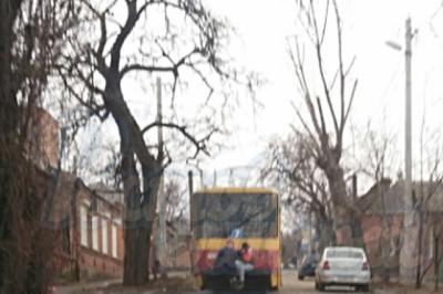 Ростовские подростки-зацеперы устроили экстремальную езду на трамвае