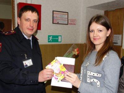 Белокалитвинские полицейские поздравили женщин с 8 Марта