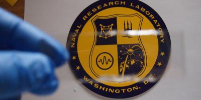 Военные США создали эластичный материал для брони, который можно латать утюгом