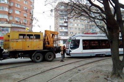 На Сельмаше с рельсов сошел низкопольный трамвай