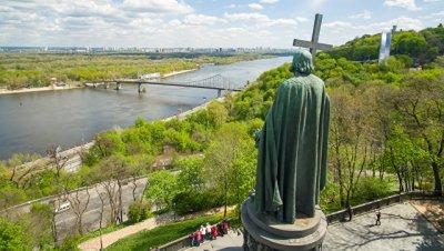 В Киеве облили красной краской памятник князю Владимиру