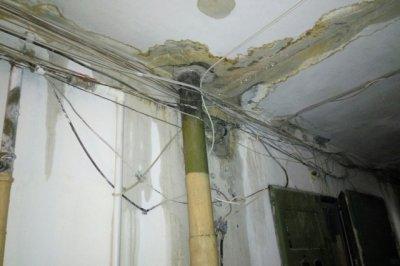 На Миронова из-за протекающей крыши жители девятиэтажки остались без света