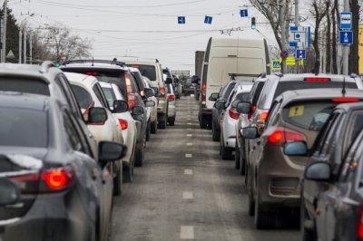 Из-за ремонта дорог и ДТП на въезде в Ростов образовалась пробка