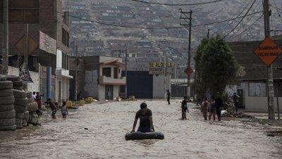 Число жертв мощных наводнений в Перу достигло 75 человек