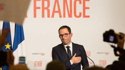Амон призвал главу МВД Франции уйти в отставку из-за скандала с дочерьми