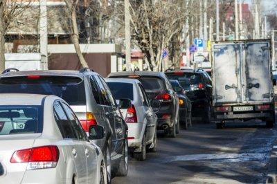 В Ростове в районе Темерника неизвестный порезал колеса семи автомобилей