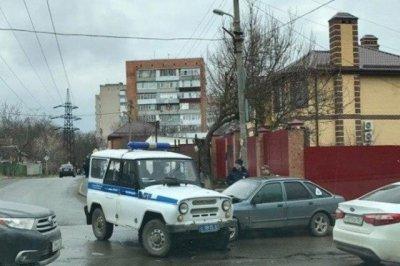 В Ростове столкнулись патрульный УАЗ и старый Ford