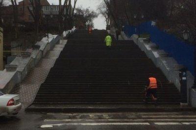 Власти Ростова отчитались об очистке Казанской лестницы