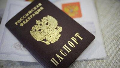 Во Франции правнучке художника Флавицкого вручили российский паспорт