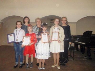 Воспитанницы Детской школы искусств достойно выступили на региональном конкурсе