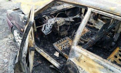 В г. Шахты сожгли дотла ВАЗ-2115 на улице