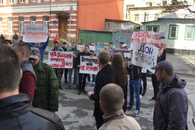 Руководитель избирательной компании Навального выбрался из гостиницы «Дон Кихот» с помощью полиции