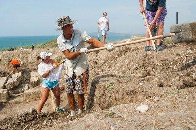 Жителям Дона предлагают принять участие в раскопках некрополя в Крыму