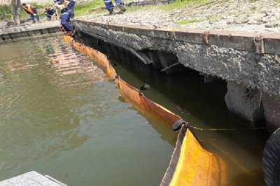 В Ростове ликвидировали разлив нефти на реке