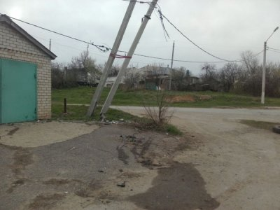 В Белой Калитве автомобиль врезался в опору ЛЭП
