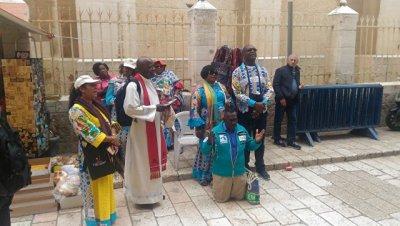 Страстная пятница в Иерусалиме: скорбь христиан под призывы с минаретов