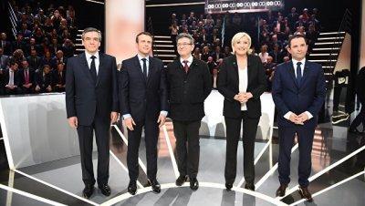 Макрон и Ле Пен сохраняют лидерство в опросах по выборам во Франции
