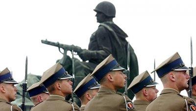 В Польше снесут почти 500 памятников,