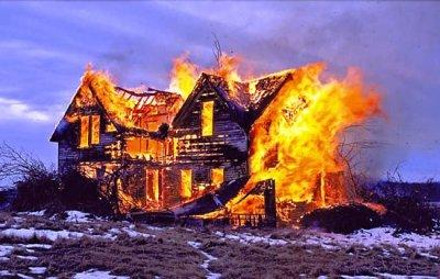 В Белокалитвинском районе сгорел дом!