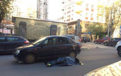 В центре Ростова за рулем автомобиля скончался водитель