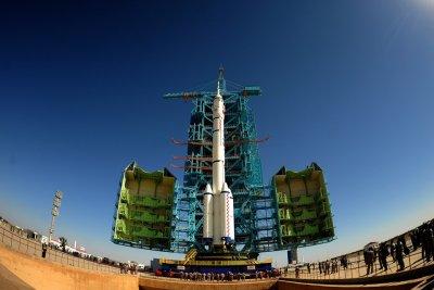 Китай обсуждает с ЕКА возможность строительства лунной орбитальной базы