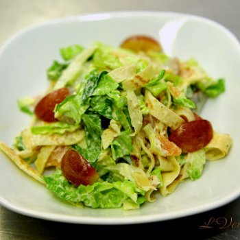 Итальянский салат с русским блинчиком