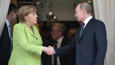 Песков: Путин детально изложил Меркель причины пробуксовки