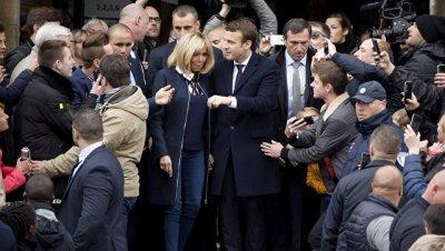 Соратник Ле Пен поздравил Макрона с победой на президентских выборах