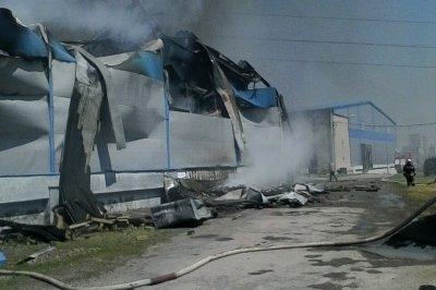 В Батайске потушили кондитерский склад