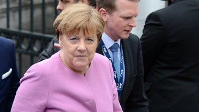 Партия Меркель выигрывает региональные выборы на западе Германии