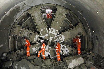 Бурильные машины Илона Маска приступили к рытью тоннеля