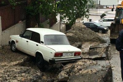 Падающие деревья и «плывущие» улицы в Ростове