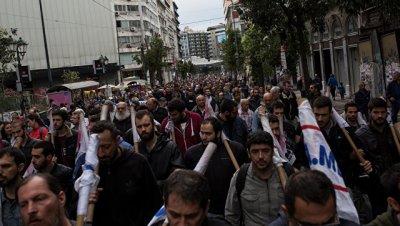 На антиправительственные демонстрации в Афинах вышли 15 тысяч человек