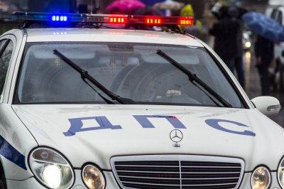 Водитель иномарки нарушил ПДД и спровоцировал тройную аварию в Ростове